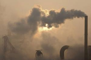 Starka intressen försöker spela ned klimathotet.