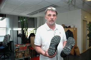 SKOEXPERT. Kenth Kärsrud är expert på skosulor och skoavtryck. Den numer pensionerade kriminalteknikern berättar att han ibland har fotograferat av skor i en skoaffär för att ha till databasen.