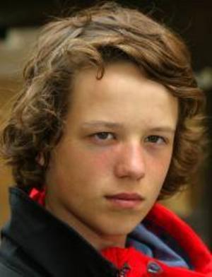 Oscar Berglund, 15 år, Lugnvik:– Nej. Det blir kallt då, och blött. Jag vill ha sol, det är varmt och skönt. Men regn kan vara bra när man fiskar.