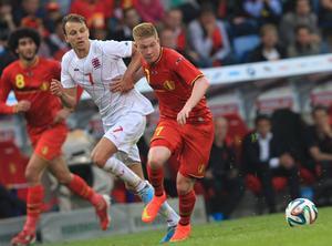 Lars Gersons i Luxemburgs tröja under en landskamp mot Belgien.