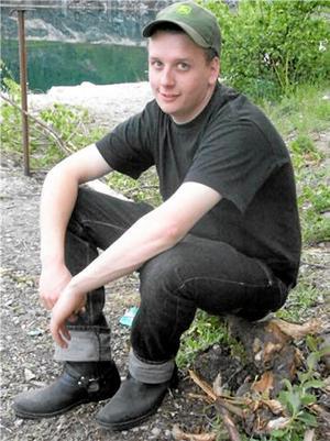 """Hösten 2008 förlorade Marianne Malm och Sven Eriksson i Finnerödja sin yngste son. """"Rasmus hade precis tagit studenten. Han utbildade sig inom skogsbruk på Kvinnerstaskolan , och han älskade skog och natur."""