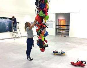 VLT:s kulturredaktion besökte Konstmuseet när Maria Friberg hängde sin utställning i tisdags.