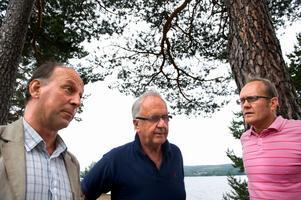 Från vänster Kent Lövgren, Nils-Erik Johansson och Håkan Åman har varit tre viktiga aktörer när det gäller affärsverksamheten i Leksands IF. Nu slutar en av dem. Foto:Lars Dafgård