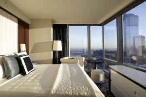 Ett rum med utsikt - det får du på The Courtyard-Residence Inn Central Park.