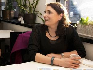 Oppositionspolitiker Erica Markusson (L) tycker att det saknas helhets- och framtidssyn i landstingets utredningsuppdrag.