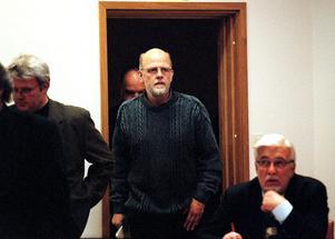 Thomas Quick har sagt att han mördade Olle Högbom bakom Kulturskolan och lade honom i en container. En del uppgifter talar för att det stämmer, men den nu offentliga utredningen visar att Thomas Quicks berättelse också är motsägelsefull och fragmentarisk.