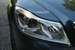 En gång var det förbjudet att köra genom Tyskland med tänd belysning i dagsljus, men nu kommer snart alla nya bilar med automatisk färdbelysning. Skoda är inget undantag.
