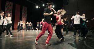 2011-02-14   Pär Svedin och Emma Olsson.      Danstävlingen höstsnurret anordnades av dansklubben Altira i lokalen i sidsjön. En mägd människor kom för att bugga och dansa.