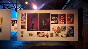Angelinas verk. Eftersom hon brinner för grafisk design och bildbehandling fanns det både retuscherade fotografier och grafiska affischer på vernissagen.