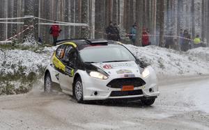 Fredrik Alsdal kommer till start i Östersund med sin Ford Fiesta.