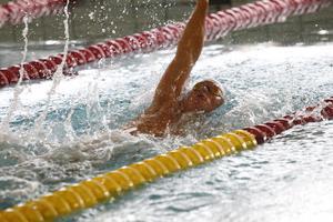 David Eby kommer att tävla i 100 meter ryggsim under Sum-Sim.