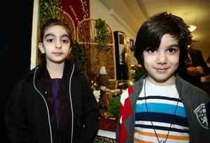 Melody och Suriena Hidari var spända på att få vara med och fira det nya året.