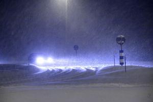 Ymnigt snöfall och blåst orsakade stora problem i trafiken på onsdag kväll, främst i Nordanstig.