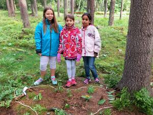 Jasmine, Natalie och Ghazall presenterade sitt land, Mårtens klack.