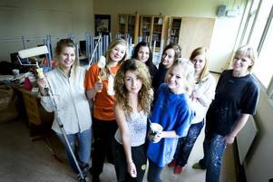 MÅLARNA. Det är höstlov, men i går var Maja Ingelsson, Emelina Sjösten, Lovisa Westby, Fanny Johannson, Elin Gölin, Josefin Åhrlin och Johanna Tysklind  på skolanför att måla.