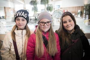 Anastasia Åserud, 12 år, Tilda Sibelius, 11 år och Emelie Enevärn, 12 år har alla tagit simborgarmärket.