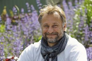 Michael Nyqvist beskrivs som öppen, generös och nyfiken i minnesord från vänner och kollegor.