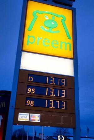 DYRARE. Priset på diesel har passerat  bensinen.