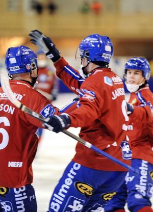 Edsbyn fick jubla hemma i Dina Arena – och lyfte i tabellen.