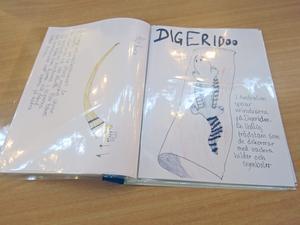Bok med teckningar som redovisar duons projekt.