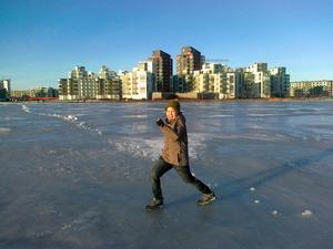 Min son och jag tog en skön promenad till hotell hackspett över isen