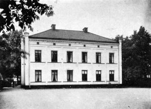Den gamla Gumaeliusskolan, Kungsgatan 13-15. Ur Svenska stadsmonografier. Örebro, 1945.