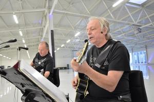 Trubadurer. Förutom att ordna allt ljud och ljus underhåller Stig Eriksson Peter Hesselgren också som trubadurer emellanåt.