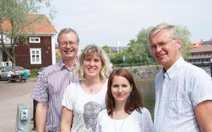 Oppositionen lägger nu alternativ till de rödgrönas budget. Mikael Rosén (M), Maria Gehlin (FAP), Ulrika Westin (KD) och Mats Dahlström (C).Även folkpartiet står bakom oppositionens budget.FOTO: PER EKLUND