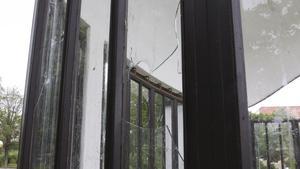 Det är inte första gången som Vilhelminaparkens scen utsatts för skadegörelse. Här är en bild på fönsterkross från juli 2015. Foto: Arkiv/Robin Högberg