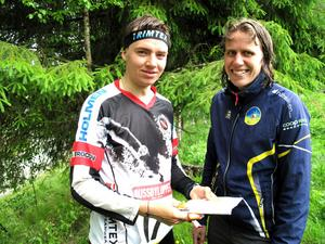 17-årige Hugo Eriksson vann dramatiskt medan Helena Forsberg med sin rutin kunde springa på säkerhet.