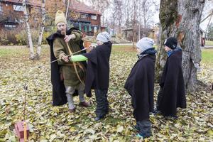 Bågskytte hade man i första hand till jakt på vikingatiden och att pricka en liten ekorre är inte det enklaste.