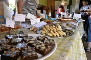 Hembakt. Inte mindre än 21 olika sorters fikabröd kunde besökare välja bland.