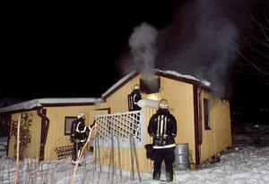 När räddningstjänsten kom till kolonistugan var branden redan fullt utvecklad.