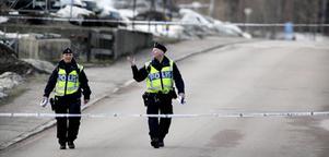 Ett stort område vid Lövhagsgatan på Råby spärrades av på tisdagskvällen. FOTO: TONY PERSSON