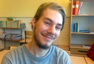 Adam Weston, 19 år, Edströmska gymnasiet:– Det beror på vad man menar, jag äter knappt alls så det borde ju vara miljövänligt. När jag väl äter blir det nudlar och bacon, helst ska det vara svenskt kött.