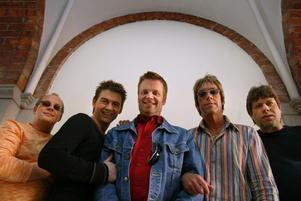 Gyllene Tider ska ut på turné för första gången sedan 2004. Till Gävle kommer bandet den 31 juli.