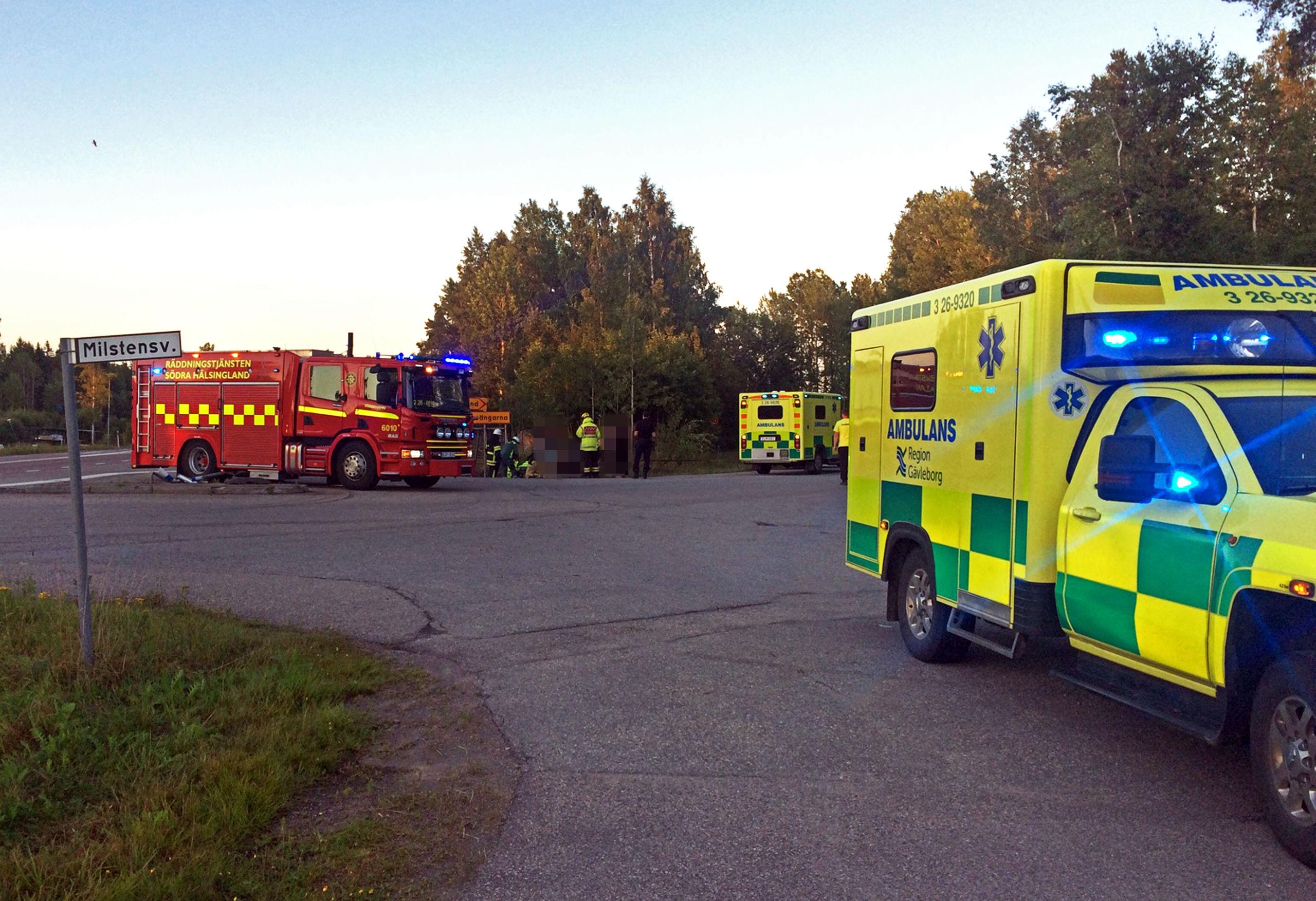 Tva till sjukhus efter olycka med fyrhjuling