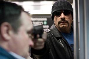 """Energikick. John Travolta i tryckkokaren """"Linje 1-2-3 kapad"""" –  remaken av en 70-talsfilm som marknadsföringen felaktigt påstår är en klassiker.Foto: Sony Pictures"""
