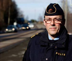 Stefan Westerlund, erfaren trafikpolis i Västernorrland, som varnar för en tid med mycket vilt i rörelse.
