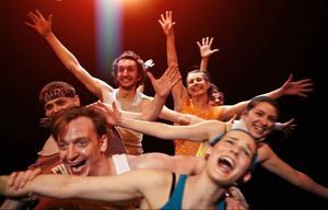 Dans- och teatergruppen Veselé Skoky från Prag kommer till Lillhärdal i slutet av juni.