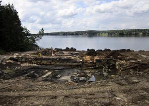 Spår. Under sommaren kunde man se rester av Johannesborgs vaskverk och hur det var uppbyggt. Detta är bortgrävt och återfyllt i dag. BILD: ARKEOLOGGRUPPEN