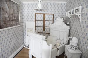 Camillas tanke är att sätta olika möbler tillsammans i ett rum så att folk kan se hur de ser ut i sin rätta miljö, och därmed får inspiration till hur det kan se ut hemma.