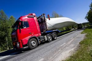 Blad transporteras till ett vindkraftverk. Arkivbild.