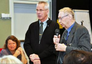 Två verkliga oldtimers: Gunnar Söderberg (FP), (bland annat brandman i 45 år) och Erik Arthur Egervärn (C), som suttit i Åres fullmäktige sedan starten, 36 år, avtackades.
