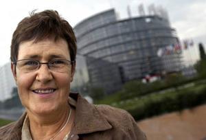 Eva-Britt Svensson (V) är på valturné i Myrviken i dag. Uranfrågan står  på agendan.