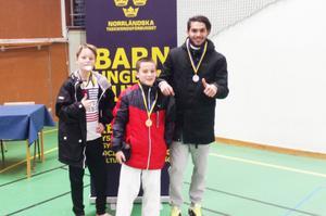 Sundsvall Taekwondo fick framskjutna placeringar i Norrlandscupens andra deltävling. Från vänster: Kasper Sohlin, Kevin Lavast, Adrian Rusiti. Saknas på bilden gör Nadja Chaemket.