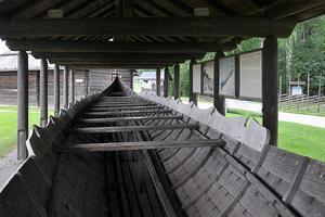 En upplagd kyrkbåt som väntar på sommaren och kyrkbåtsrodden på Siljan till Leksands kyrka.