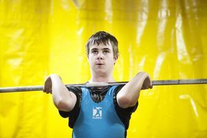 Simon Englund, Bergsjö, försökte sig på personligt rekord med 56 kilo i stöt, men bommade och stannade på 54.