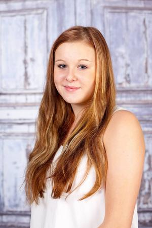 2. Klara Lundqvist. Bor i Lillhärdal. 17 år. Studerar andra året på ekonomiprogrammet och gillar att träna och baka. Visste ni inte om mig: Kan svetsa.