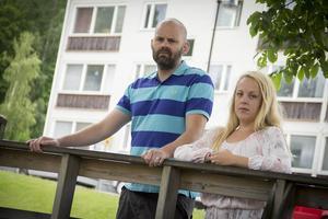 En kort stund innan begravningen skulle börja uppdagades det att kistorna hade förväxlats. Anhöriga Maria Anborg och Fredrik Jönsson är besvikna på begravningbyrån.